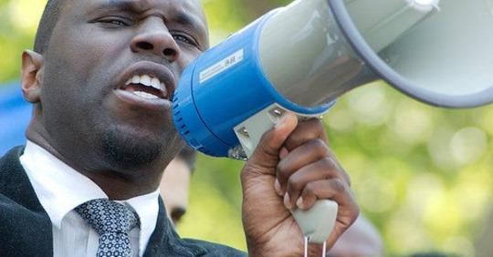 """Kemi Seba sur l'Eco et le Franc Cfa : """"Si Macky Sall et Ouatara continuent de cracher sur le peuple, nous allons"""""""