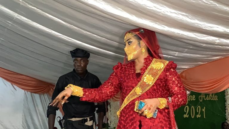 (15 Photos) : Polémique autour du masque en or :Ngoye Fall confirme et fait taire les rumeurs « Or kouko ame dagakoy taak »